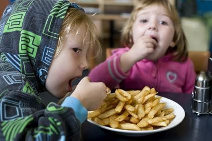 Children eating chips