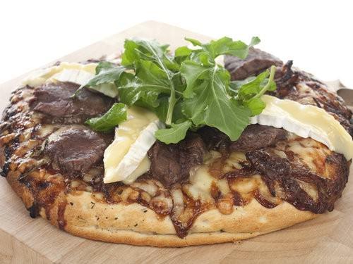 Smokey Steak & Cheese Pizza w Sweet Caramelised Onion