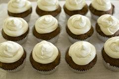 banana frosted cupcakes