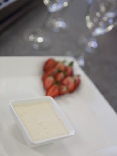Vanilla Bean Mascarpone w Strawberries