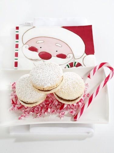 Santa Macarons