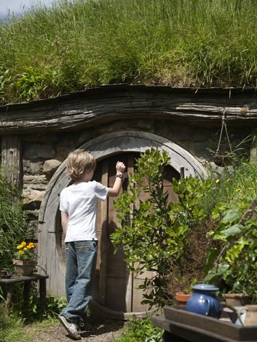 Locky knocking on the door of a Hobbit home