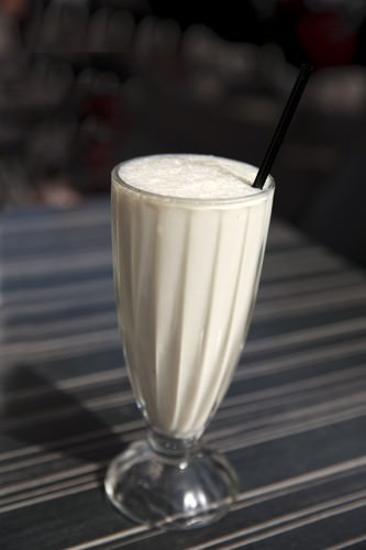 Retro Cafe Banana Smoothis