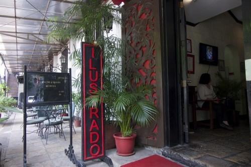 Ilustrado - Main Entrance
