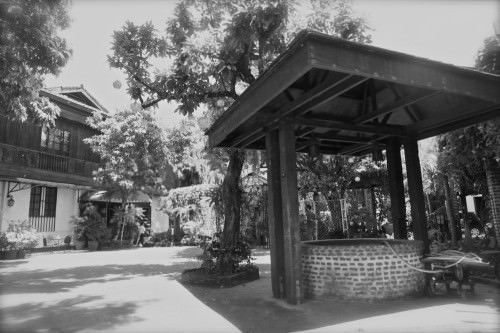 Ilustrado - courtyard and well