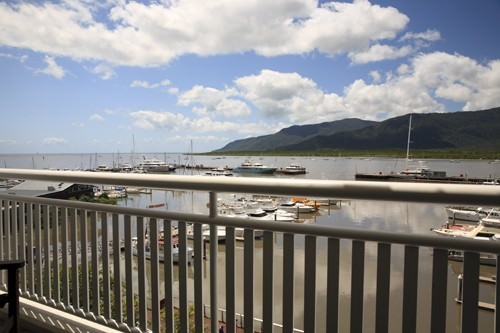 Shangri-La Marina View Suite