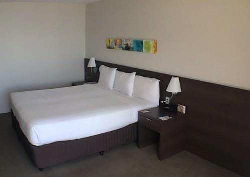 Holiday Inn Superior King Room