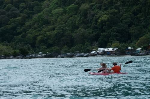 Discover El Nido - Kayaking