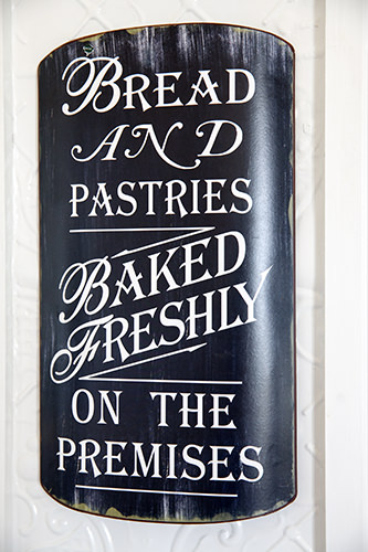 Fresh Cakes Sign