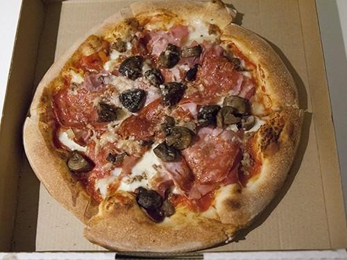Cucina Vivo Salame Pizza