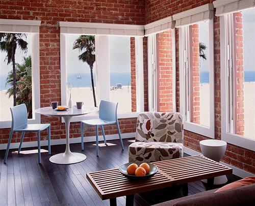 Venice Breeze Suites at Venice Beach