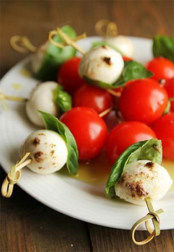 Insalata Caprese (Mozzarella w Tomato, Basil)