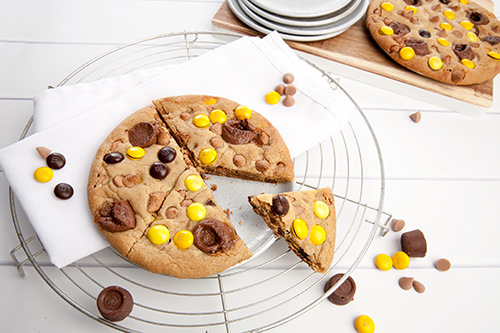 Giant Caramel Rolo Cookie w M&Ms