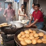 cooking-puri-old-delhi